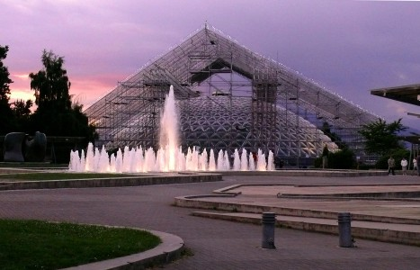 Bloedel under purple sky